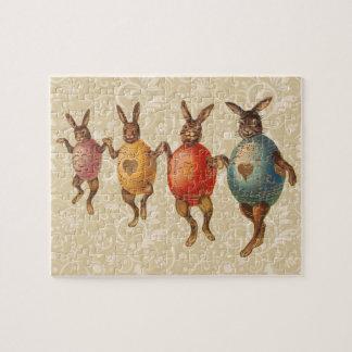 Conejitos de pascua del vintage que bailan con los rompecabezas