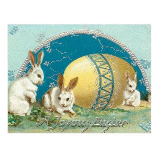 Conejitos de pascua del vintage y huevo adornado postal