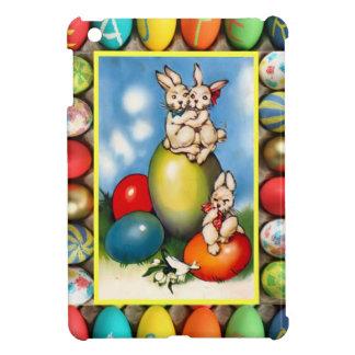 Conejitos de pascua en un huevo