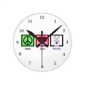 Conejitos del amor de la paz relojes