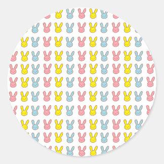 Conejitos del arco iris pegatina redonda