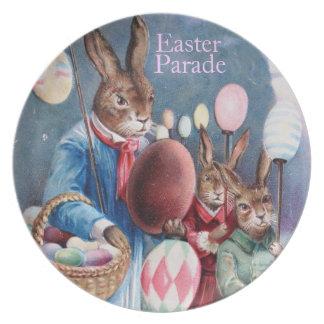 Conejitos del desfile de Pascua y huevos de Pascua Plato