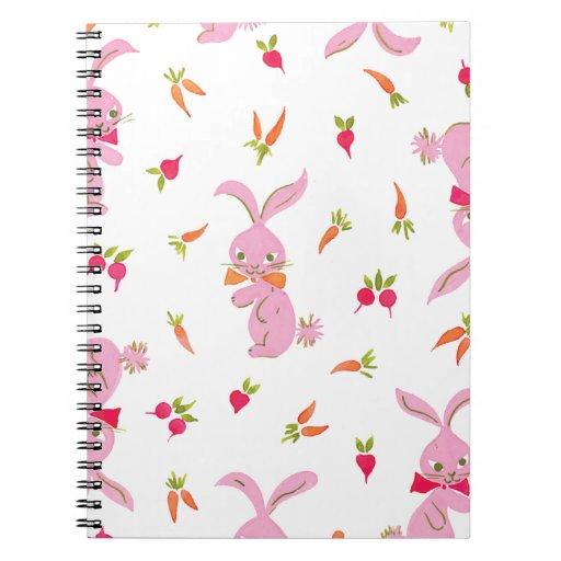 Conejitos rosados con las zanahorias cuaderno