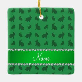 Conejitos verdes conocidos personalizados adorno navideño cuadrado de cerámica