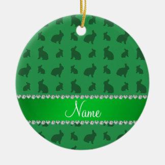 Conejitos verdes conocidos personalizados adorno navideño redondo de cerámica