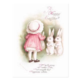 Conejitos y chica blancos gallardos de pascua en v postales