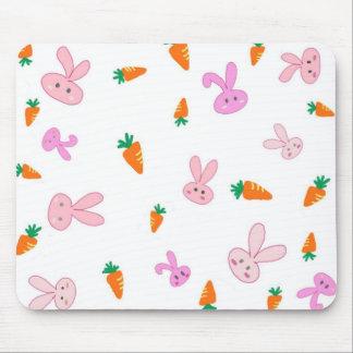 Conejitos y zanahorias Mousepad de Handrawn