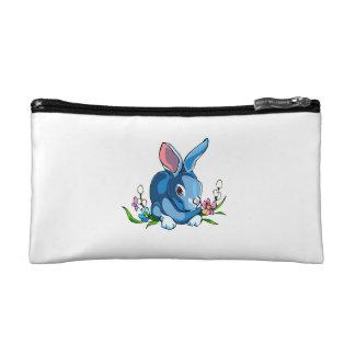 conejo azul con las flores sitting.png