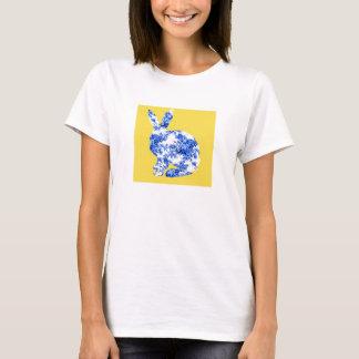 Conejo azul y blanco chino del modelo de la playera