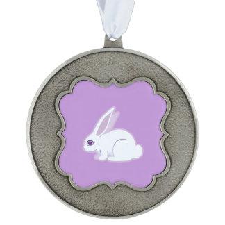 Conejo blanco con arte largo de los oídos adorno ondulado de peltre