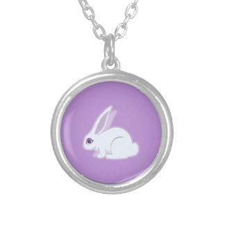 Conejo blanco con arte largo de los oídos colgante redondo