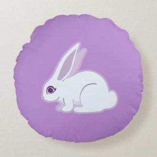 Conejo blanco con arte largo de los oídos cojín redondo