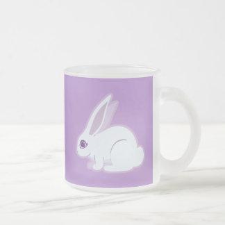 Conejo blanco con arte largo de los oídos taza de cristal