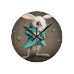 conejo blanco con el reloj