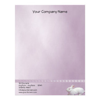 Conejo blanco en fondo de la lila plantilla de membrete