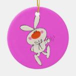 Conejo blanco lindo del baile feliz ornato