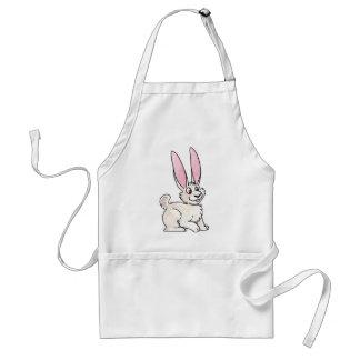 Conejo blanco que se sienta delantal