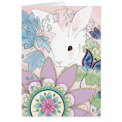 Conejo blanco, tarjeta de felicitación floral rosa