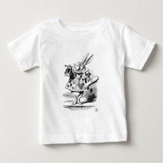 Conejo blanco vestido como Herald