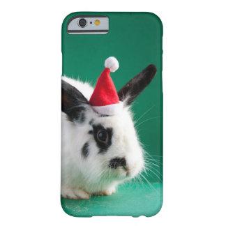 Conejo blanco y negro en gorra del navidad funda barely there iPhone 6