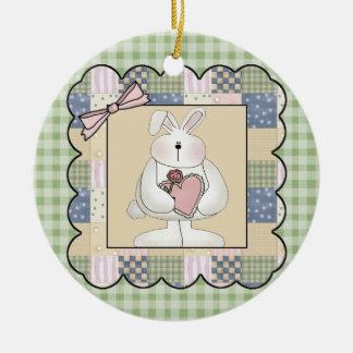 Conejo con el corazón ornamentos de navidad