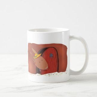 Conejo con la taza blanca de la cereza, marrón
