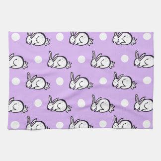 Conejo de conejito blanco; Púrpura y lunares de la Toallas De Mano