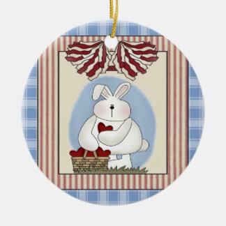 Conejo de conejito con el corazón ornamente de reyes