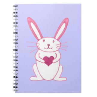 Conejo de conejito con el corazón notebook