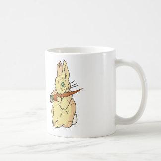 Conejo de conejito con la zanahoria taza