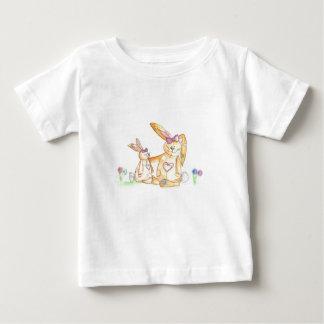 conejo de conejito de los conejitos del remiendo playera de bebé
