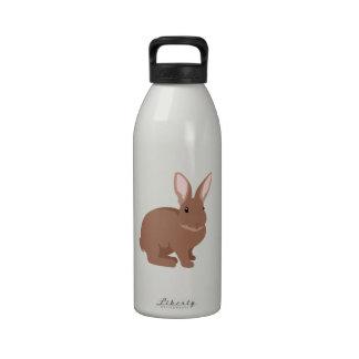 Conejo de conejito de pascua botallas de agua