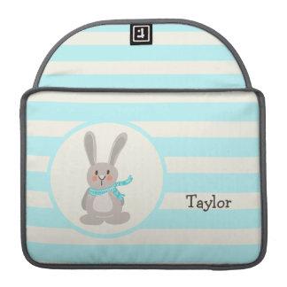 Conejo de conejito del arbolado del invierno; Azul Fundas Macbook Pro
