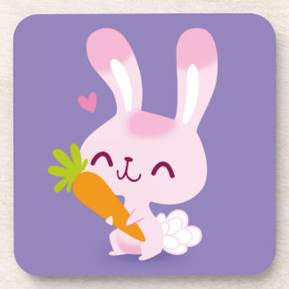 Conejo de conejito feliz lindo que sostiene una posavasos de bebidas