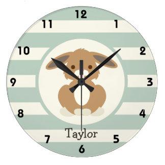 Conejo de conejito lindo del arbolado en verde relojes