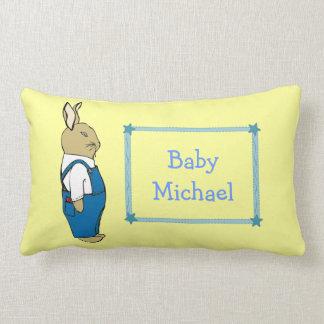 Conejo de conejito lindo en nombre de encargo del  almohada