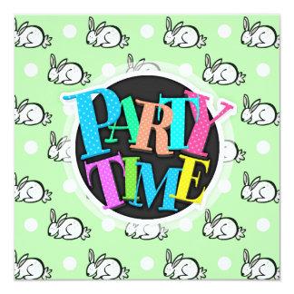 """Conejo de conejito lindo; Lunares verdes y blancos Invitación 5.25"""" X 5.25"""""""