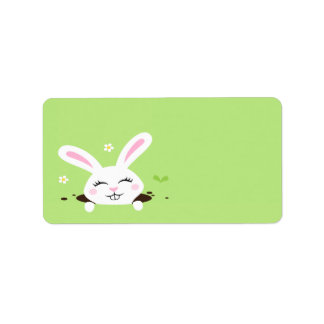 Conejo de conejito lindo que mira a escondidas hac