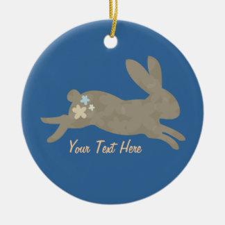 Conejo de conejito (personalizado) adorno navideño redondo de cerámica
