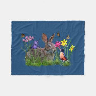 Conejo de conejito, petirrojo, y flores,