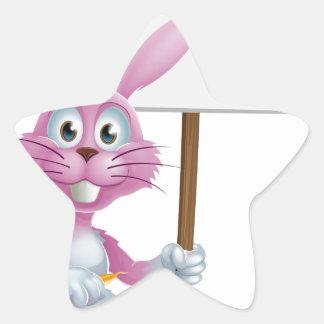 Conejo de conejito rosado con la zanahoria y la mu etiqueta