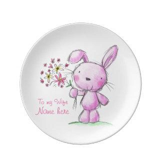 conejo de conejito rosado lindo de la ESPOSA del ♥ Platos De Cerámica