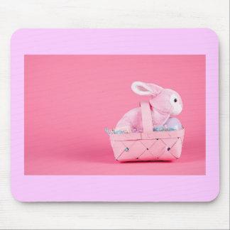 Conejo de conejito rosado mouse pads
