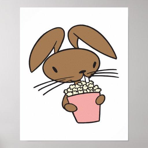 conejo de conejito tonto que come las palomitas póster
