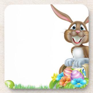Conejo de la caza del huevo de Pascua del dibujo Posavasos