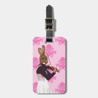 Conejo de la diversión que toca el violín etiquetas para maletas