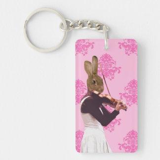 Conejo de la diversión que toca el violín llavero rectangular acrílico a doble cara