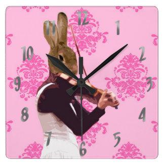 Conejo de la diversión que toca el violín reloj