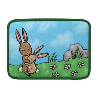 Conejo de la madre y abrazo de conejito del bebé fundas para macbook air