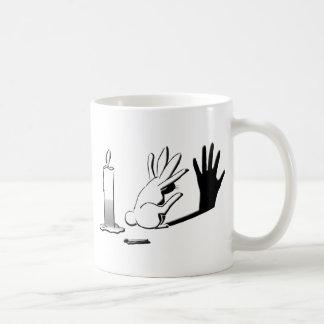Conejo de la sombra por Lightillusions.com Taza De Café